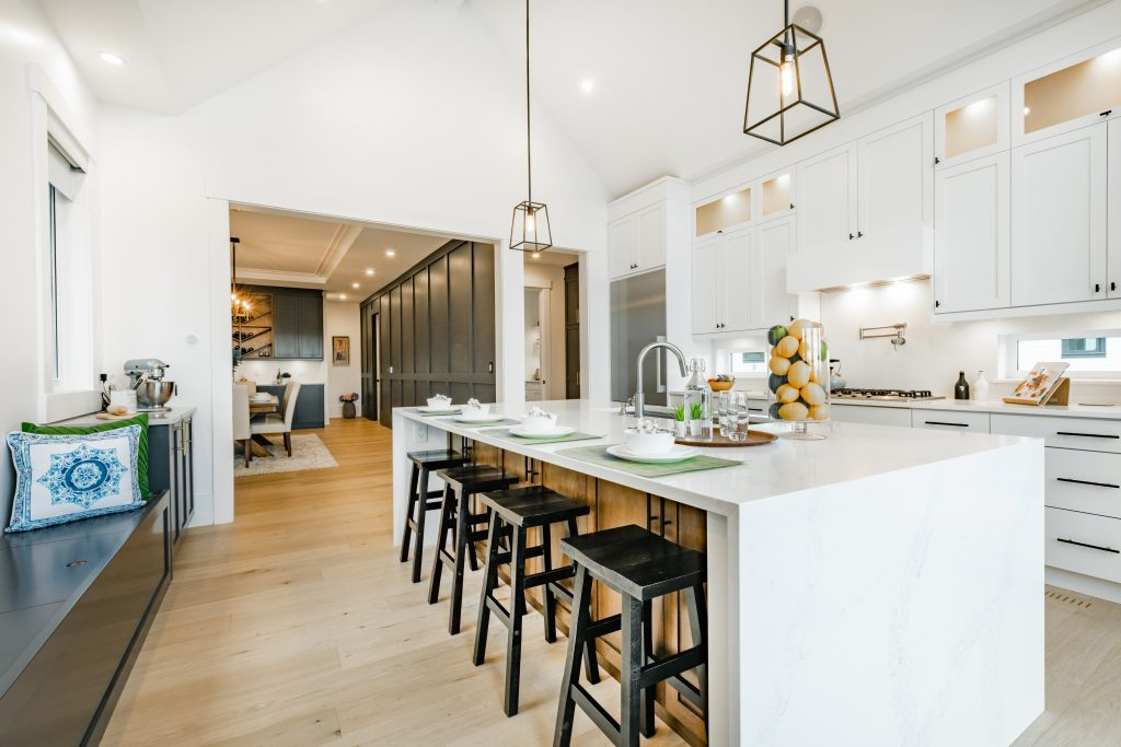 Bright,,Spacious,And,Modern,Farmhouse,Style,Kitchen